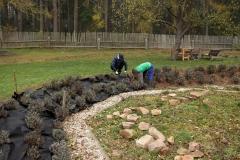 Pokládka zahradní fólie