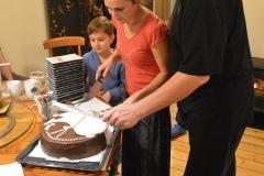 Radek s Veronikou krájí dort